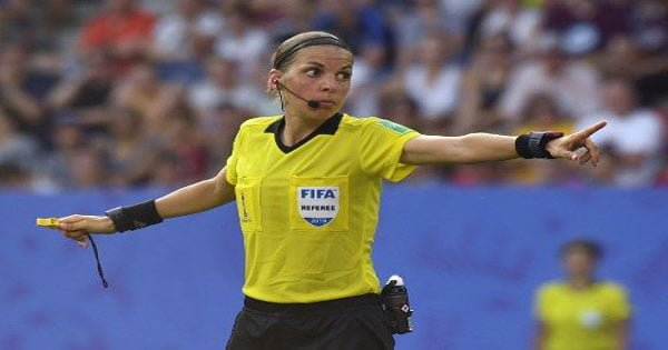 ยูฟ่า ส่งเปาสาวฝรั่งเศส ทำหน้าที่เกมหงส์แดงฟัดเชลซี