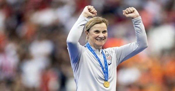 เอลลิส กุนซือทีมหญิงมะกันชุดแชมป์โลก ประกาศลาออกจากตำแหน่งแล้ว